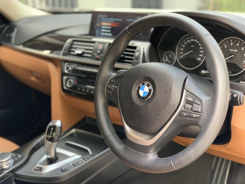 BMW 330e Plug-in Hybrid Luxury (LCI) 2017