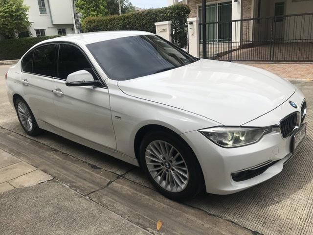 BMW 320i Luxury  2015