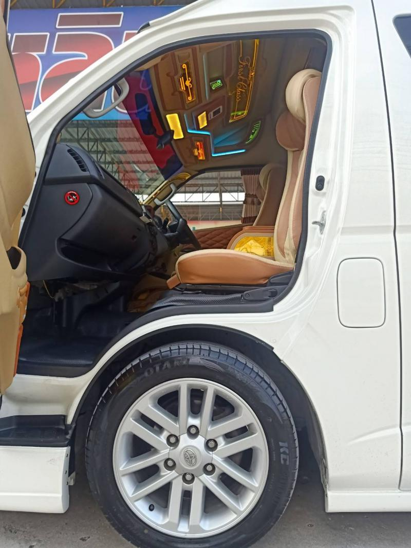 TOYOTA Commuter 2015