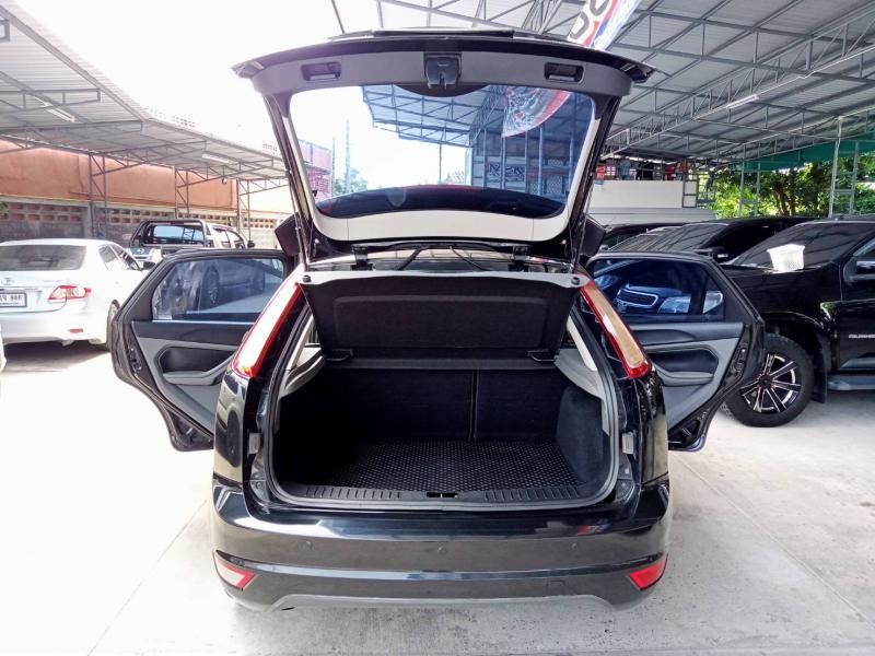 FORD Focus 2.0 Ghia Sedan 2011